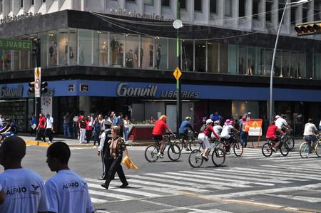 Día de la Bicicleta, en Ciudad de México el gobierno regalará chalecos y placas reflejantes