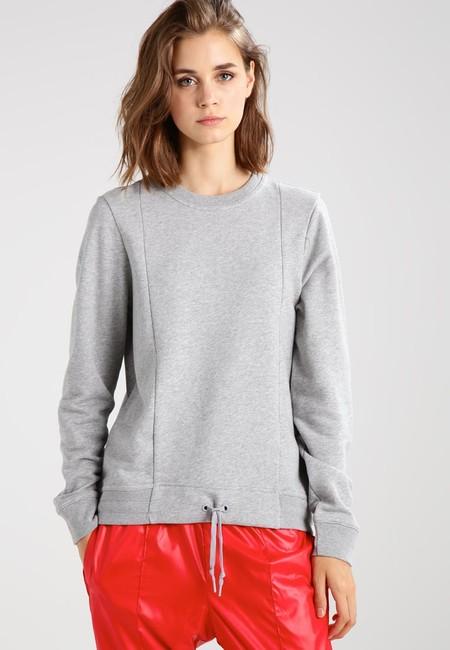 40% de descuento en esta sudadera deportiva de Nike Sportswear: ahora 23,95 euros en Zalando