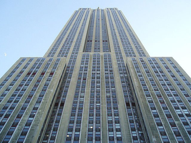 640px-looking_up_at_empire_state_building.JPG
