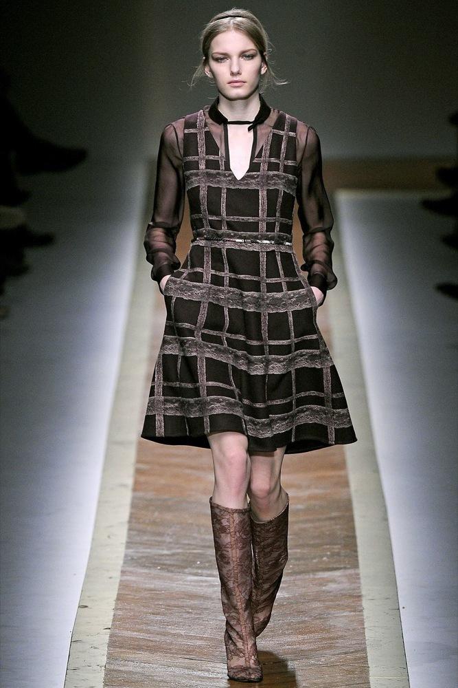Foto de Valentino Otoño-Invierno 2011/2012 en la Semana de la Moda de París: la moda está triste (21/23)