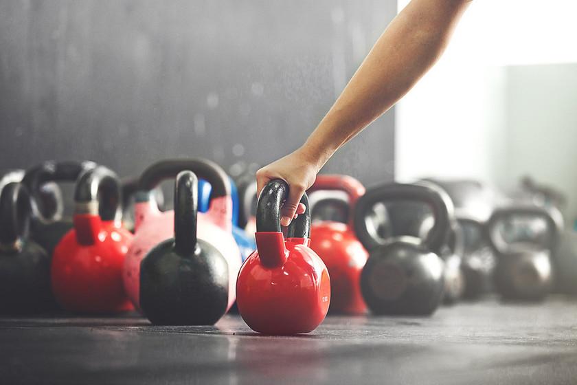 Comienza a entrenar con kettlebells o pesas rusas con este circuito para todo tu cuerpo