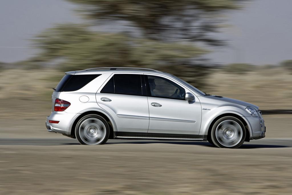 Foto de Mercedes-Benz ML 63 AMG (3/7)