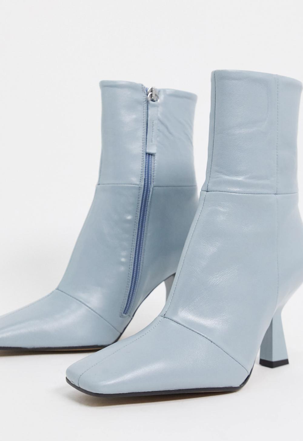 Botas de tacón con puntera cuadrada de cuero premium en azul claro Elodie de ASOS DESIGN