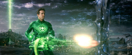 Gallery 1454689712 Green Lantern Movie Image Ryan Reynolds Chaingun 01