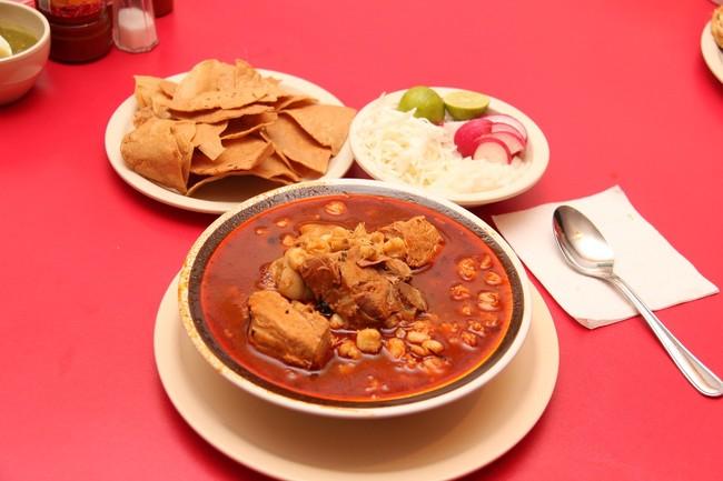El tradicional pozole mexicano y sus variedades