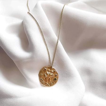 Estas son, probablemente, las medallas del zodiaco más bonitas del mercado y su precio es súper asequible