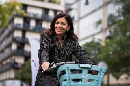 El París del futuro no tendrá coches. Su alcaldesa va a empezar quitando 60.000 aparcamientos