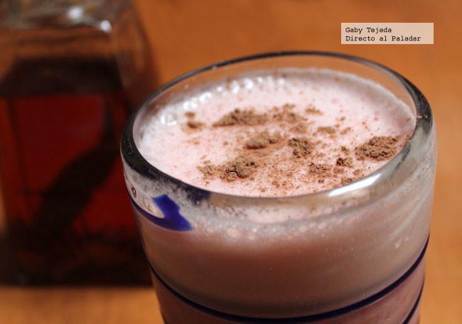 Receta: Horchata fresaLove con licor avainillado y notas de cardamomo