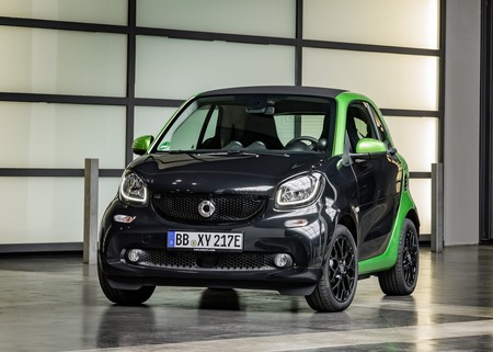 Smart Fortwo Electric Drive 2017 1280 02