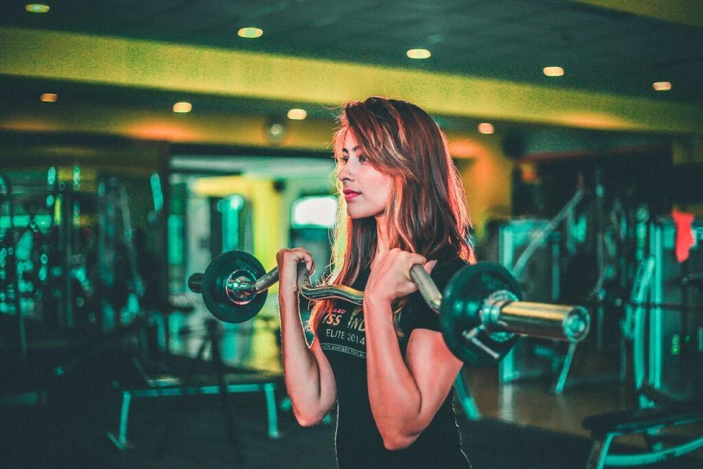 Tres motivos por los que es posible que tus bíceps no crezcan aunque los estés entrenando