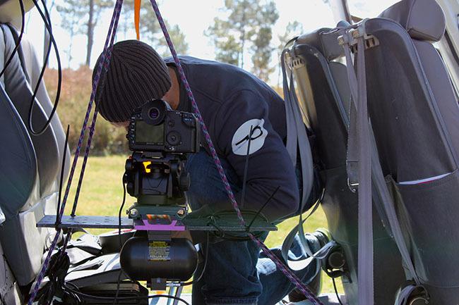 Montura estabilizada mediante dos giroscopios y montada en el helicóptero
