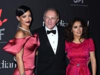 Rihanna se monta su propia fiesta de gala con Salma Hayek y Kim Kardashian