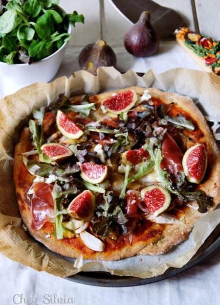 Pizza Con Masa De Espelta De Higos Jamon Y Queso De Cabra 8 A