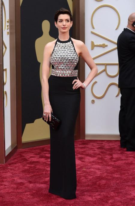 Las peor vestidas de la alfombra roja de los Oscar Anne Hathaway Gucci