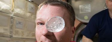 ¿Qué pasa cuando disolvemos una tableta efervescente en condiciones de microgravedad?