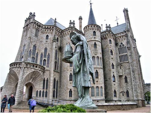 El Palacio Episcopal de Astorga: Gaudí también está en León