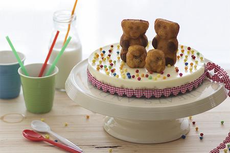 """¡Hoy tenemos fiesta! Receta de tarta de queso y sin horno """"Familia Osito LULU"""""""