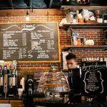 Cumplir con la distancia social, el reto de los bares en España