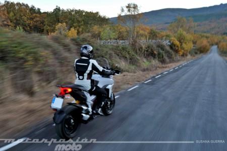 La Ducati Multistrada 1200 S es capaz de desperezarnos y nos abre el apetito devorador de kilómetros