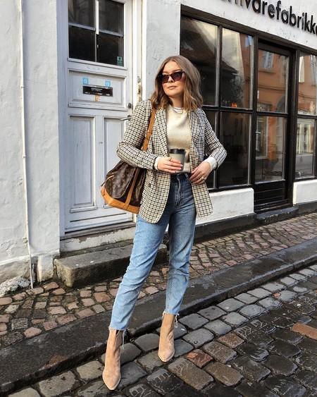 Si estás buscando ideas para lucir tus pantalones mom fit, aquí tienes 11 propuestas para inspirarte sobre cómo llevarlos con éxito