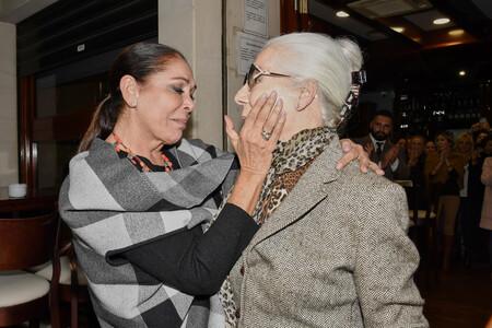 "Un duro golpe para Isabel Pantoja: fallece Lina, ""la primera persona que me vistió"""