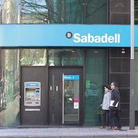 """¿Qué son los """"swap"""" de tipos de interés y por qué el Supremo ha condenado al Sabadell por comercializarlos?"""