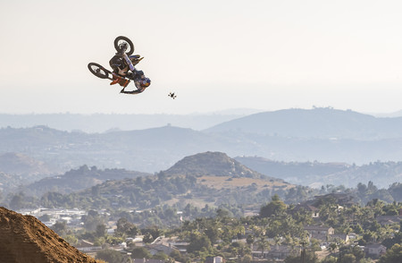 ¡Alucinante! La combinación entre Tyler Bereman y un dron puede ser uno de los mejores vídeos de este año