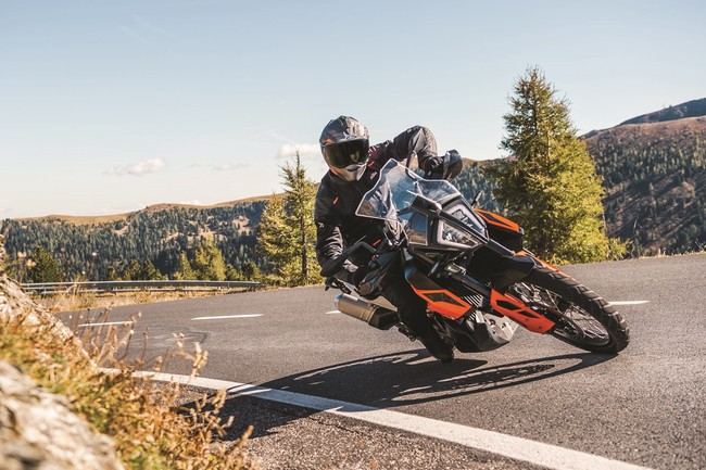 Las KTM 790 Adventure ya tienen precio: desde 12.399 euros para llenarte la boca de arena