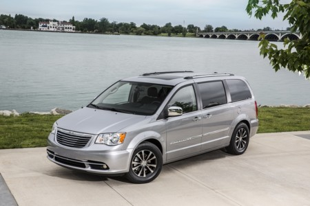 La próxima minivan de Chrysler podría ser eléctrica con tracción integral