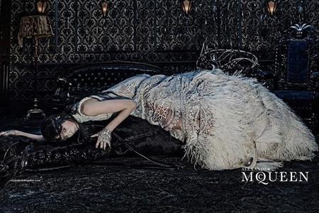 La campaña de inspiración gótica de Alexander McQueen para el próximo invierno