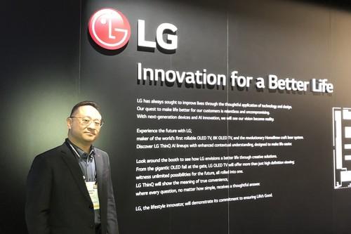 """""""¿Quién va a querer eso? No entiendo por qué hay tanta obsesión por teléfonos que se doblan"""": Ken Hong de LG"""
