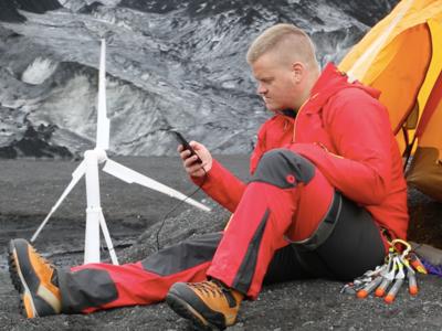 Da igual cómo sople el viento: este aerogenerador portátil recargará tu móvil en tus expediciones