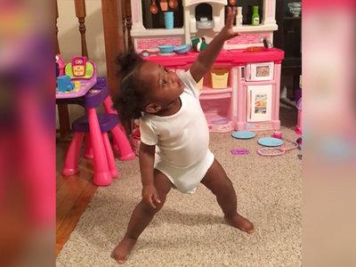 Este divertido vídeo de una bebé cantando y bailando te alegrará el día