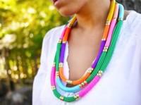 Si no encuentras un collar lo bastante espectacular, háztelo tu misma