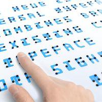Esta genial tipografía combina letras y braille sin necesitar espacio extra