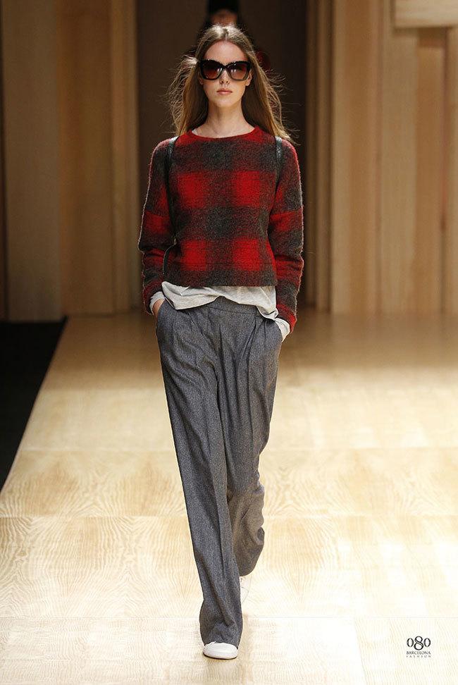 Foto de Mango abre la 080 Barcelona Fashion con su colección Otoño-Invierno 2014 y Toni Garrn (21/41)