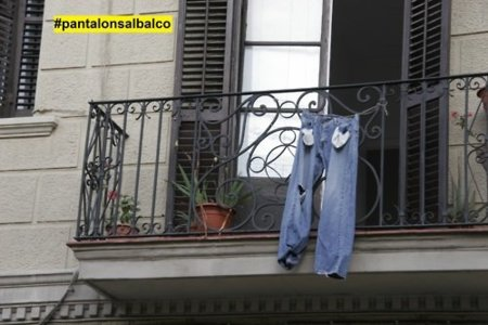 La revuelta tiene símbolo: unos pantalones con los bolsillos vacíos