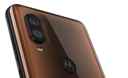 Motorola One Vision Row Bronze Gradient Camera Detail