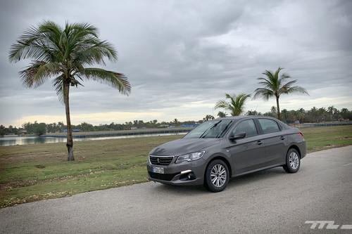 Cuba, donde probar un coche y sufrir un surrealista accidente te enseña por qué el Peugeot 301 es el BMW Serie 7 de allí