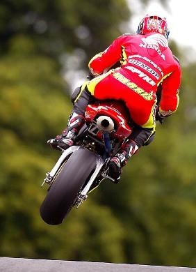 ¿Quién dice que las motos no pueden volar?