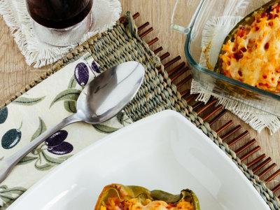 Pimiento gratinado relleno de arroz. Receta vegetariana