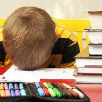 Madrugar es lo peor: otro estudio más concluye que los estudiantes rinden mejor a las 11 que a las 8