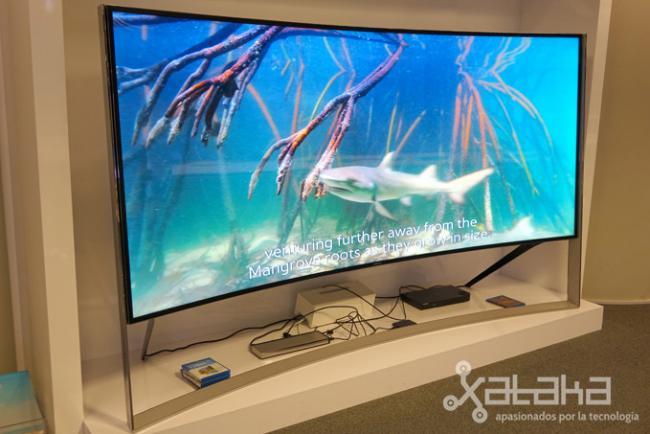 as es la experiencia con un televisor de 105 pulgadas el nuevo s9w uhd de samsung. Black Bedroom Furniture Sets. Home Design Ideas