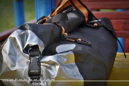 Prueba de la bolsa impermeable Kappa Dry Pack WA404S. Características, curiosidades, detalles, fotos, precio y toda la información
