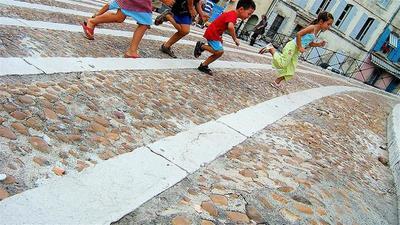 El ejercicio físico en la salud de los niños: se recomienda una hora diaria durante cinco días a la semana