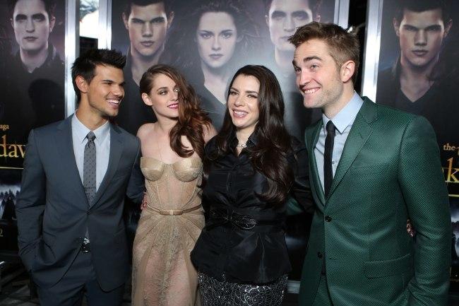 Taylor Lautner, Kristen Stewart, Stephenie Meyer y Robert Pattinson en el estreno de Amanecer. Parte 2