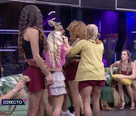 Secret Story: Sofía Cristo, expulsada disciplinariamente por agredir físicamente a Miguel Frigenti durante una conexión en directo con Carlos Sobera