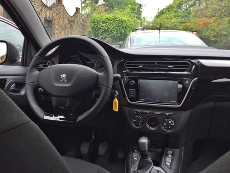 Peugeot 301 2018 Mexico Detalles Interiores