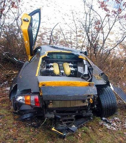 Wrecked Lamborghini Murciélago LP640