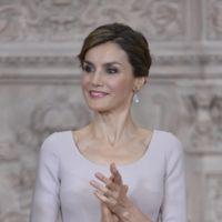 La Reina Letizia repite look en el primer aniversario de su proclamación